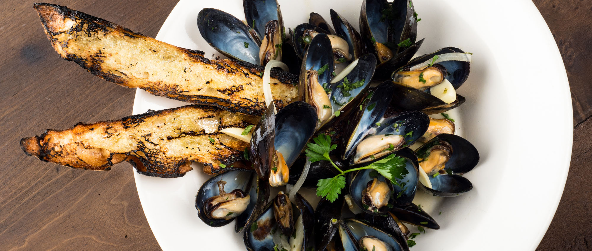 Steamed mussels in sauce